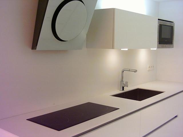 C mo integrar el microondas en la cocina cocinas con - Como disenar mi cocina ...