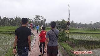 Hujan tak surutkan peserta jalan santai HUT RI ke 73 di Desa Pangsan