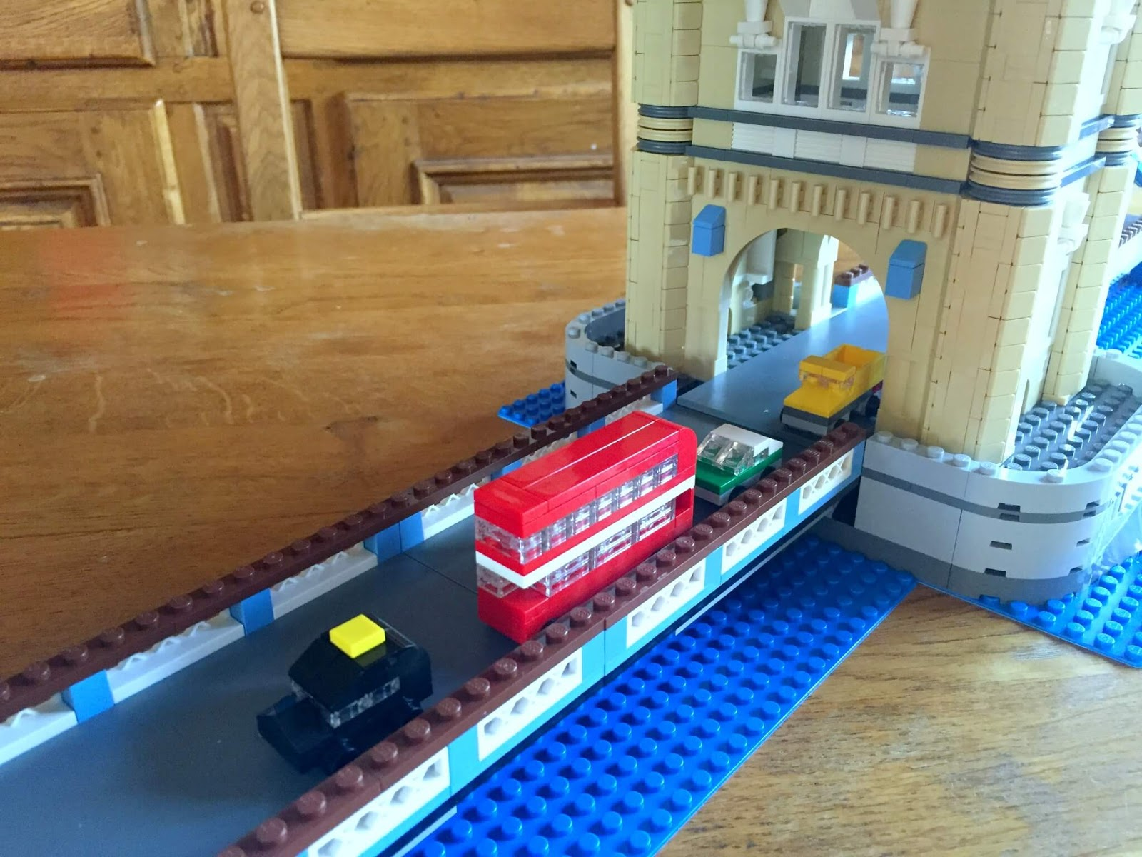 Building Lego Tower Bridge 10214 | You'll love the red bus!