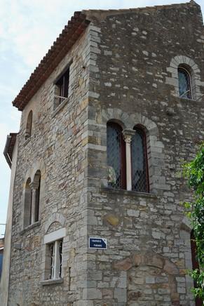 hyères var ville haute vieille médiéval moyen âge maison romane