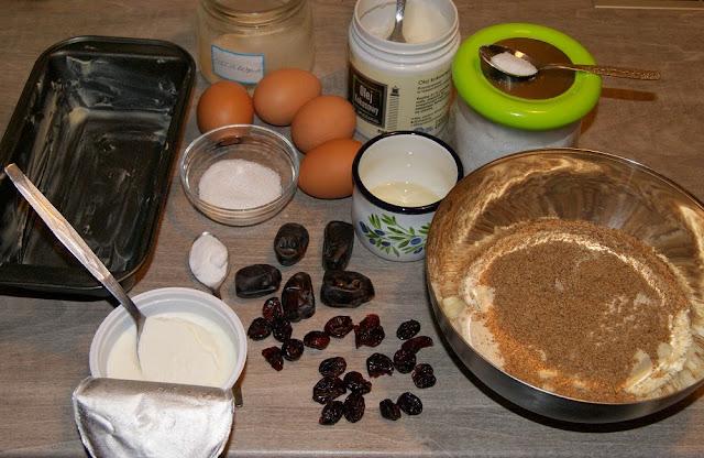 ciasto bezglutenowe z daktylami i zurawina