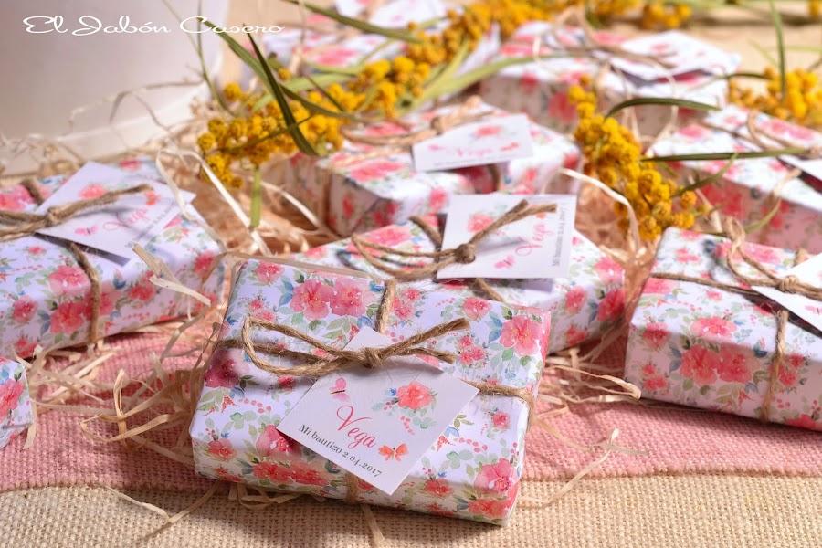 Detalles para bautizos jabones naturales florales