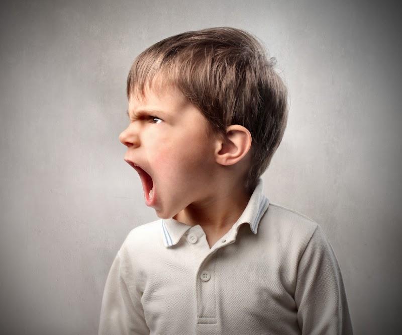 Membantu Anak Mengatasi Emosi Negatifnya