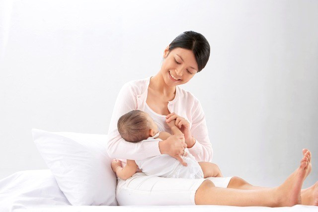 Cách làm trắng da mặt sau khi sinh em bé