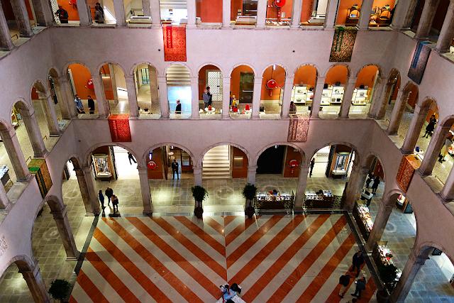 To jste ještě neviděli. Dechberoucí výhled na Benátky, Fondaco dei Tedeschi, luxus v Benátkách, kam v Benátkách, co vidět v Benátkách, nákupy v Benátkách, most Rialto, LVMH, Benetton