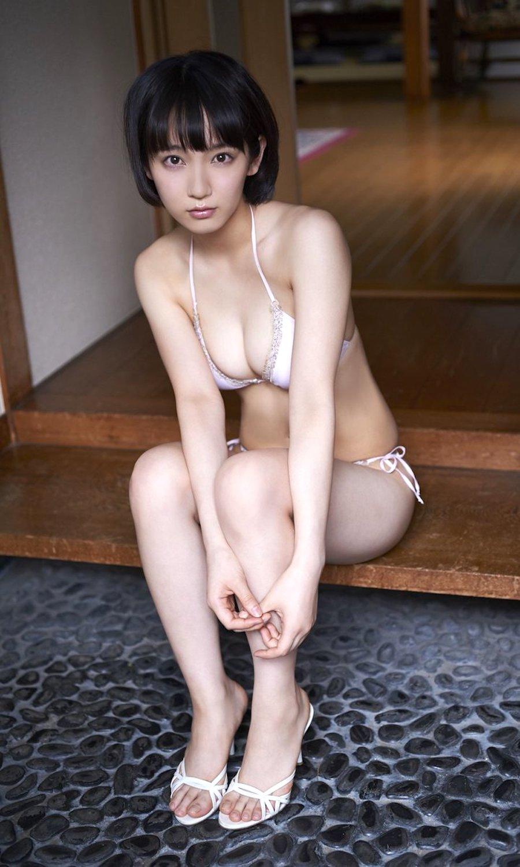 ショートヘアの巨乳AV女優「知世奏 ...