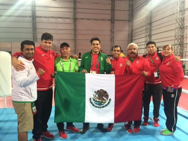 Boxeador mexicano pidió dinero y uniforme, ¡y gana medalla!