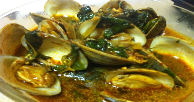 Spicy Clams With Holy Basil Recipe