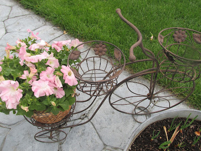 My $3,00 planter for Flowers -Vickie's Kitchen and Garden