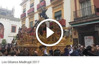 Señor de la Salud en Cuesta del Bacalao de Sevilla 2017 durante la Semana Santa de Sevilla 2017 con su andar elegante propio de la Hermandad de Los Gitanos y con el acompañamiento musical de la A.M. Ntro. Padre Jesús de la Salud