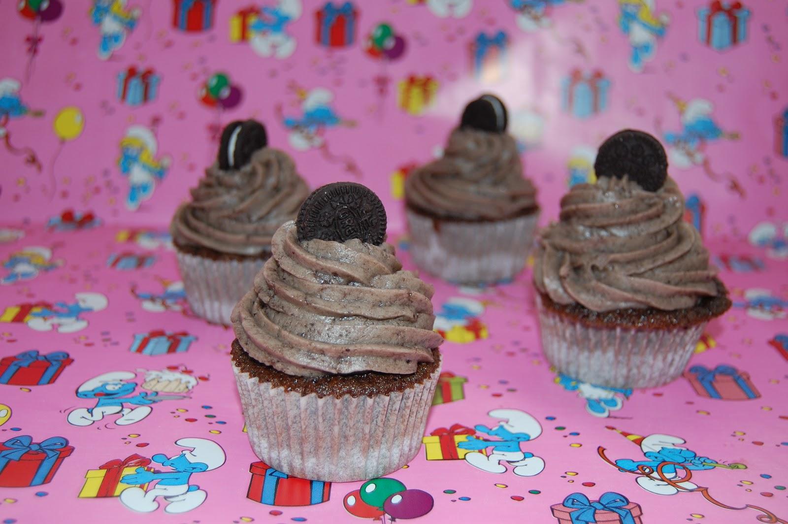 http://azucarenmicocina.blogspot.com.es/2012/06/cupcakes-de-oreo-con-buttercream-de.html