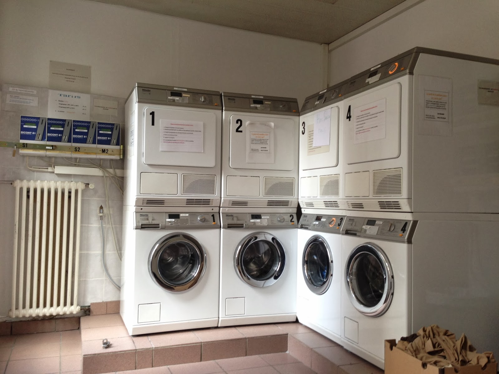 Wandering Voyager: Self-Serve Laundromat in Lausanne