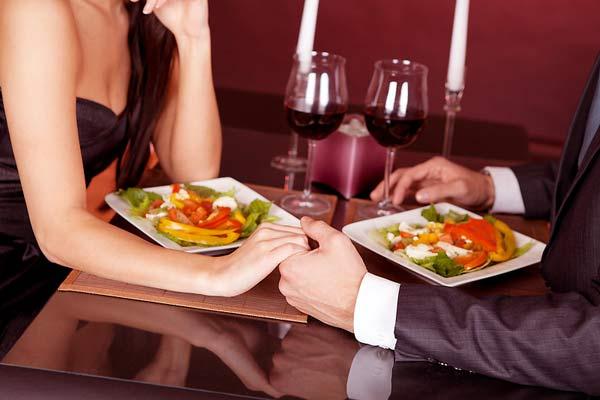 sevgiliye akşam yemeğinde ne yapılabilir