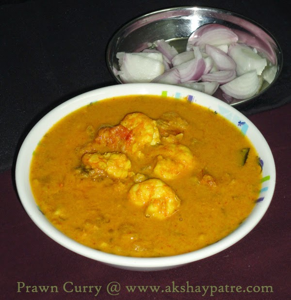 alleppey prawn curry in a serving bowl