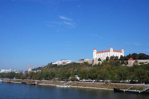 bratislava château danube donau vue