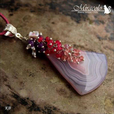 Miracolo, plaster agatu, agat zawieszka, oponki agatu, kwarc malinowy, perła Keishi. agate pendant