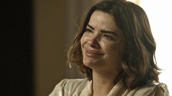 Stela chora ao planejar enterro de Aranha (Imagem: Reprodução/TV Globo)