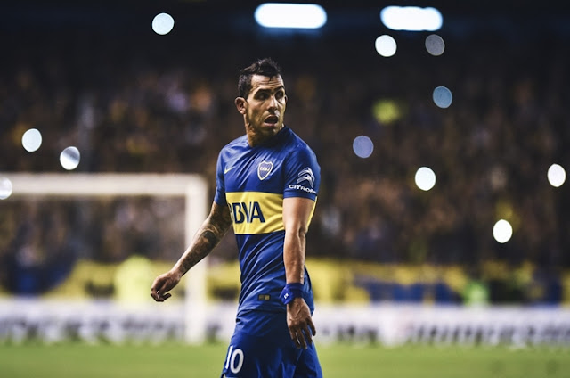Carlos Tevez Mengalami Cedera Saat Bermain Bola di Sebuah Penjara di Argentina