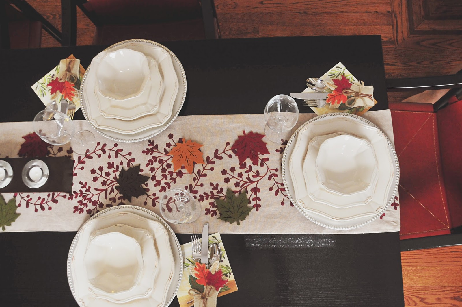 thanksgiving table setting decor ideas pinterest leaves red