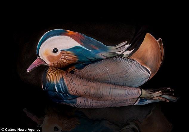 بالصور جيسين ماروديل تحول الأجساد البشرية إلى أشكال من الطيور والحشرات
