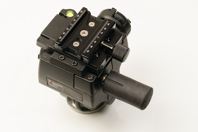Hejnar PHOTO M400F63b - Manfrotto 400 plate +F63b clamp on Manfrotto 400 Geared head