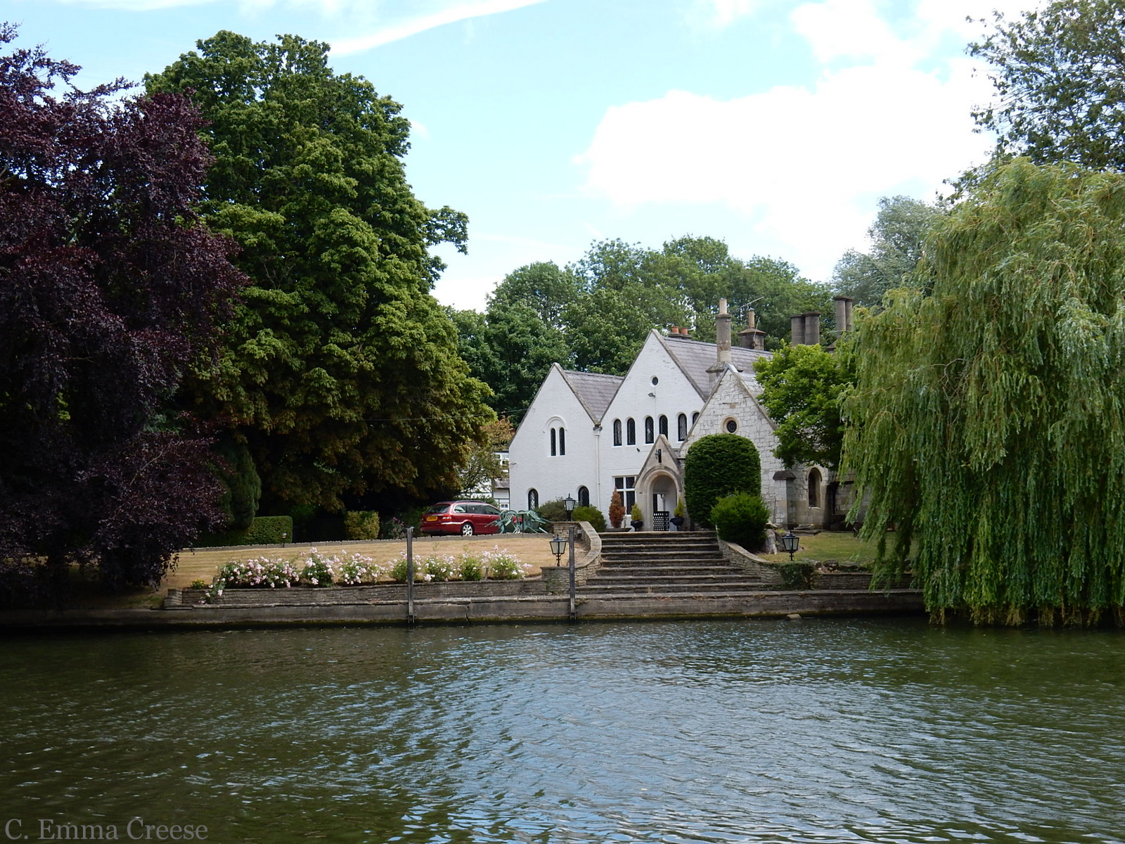 Things to do in the UK: take a boat ride along the Thames River