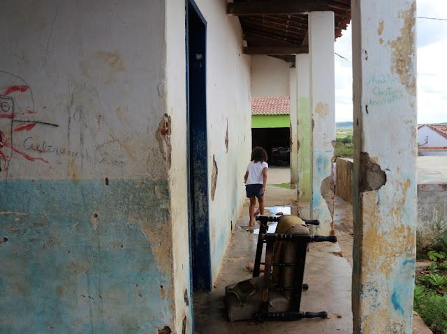 No Sertão Alagoano, escola sem banheiro obriga  alunos fazer necessidades no mato
