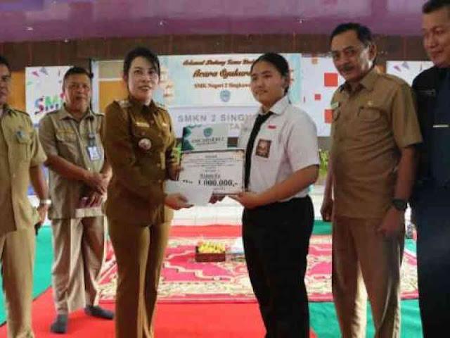 Raih Skor 945 di TOEIC Nasional, Tjhai Chui Mie Berikan Penghargaan ke Winni Fu