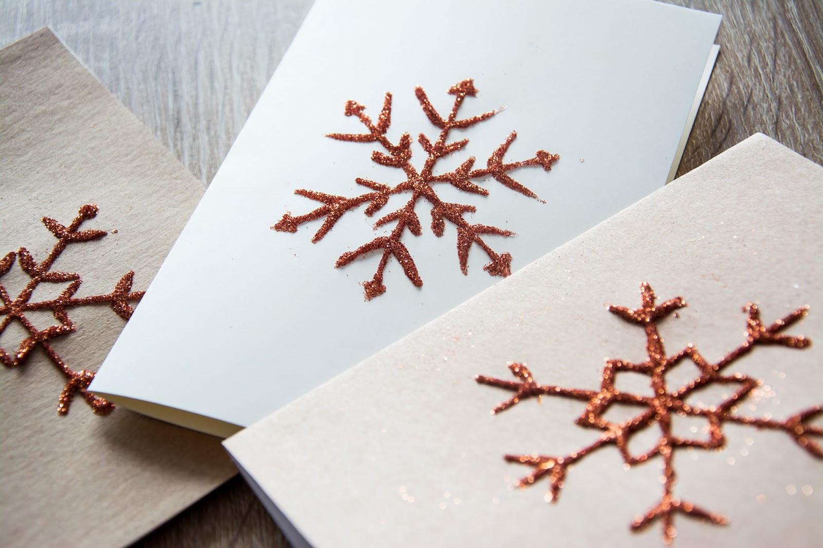 Własnoręcznie wykonane kartki świąteczne z brokatem