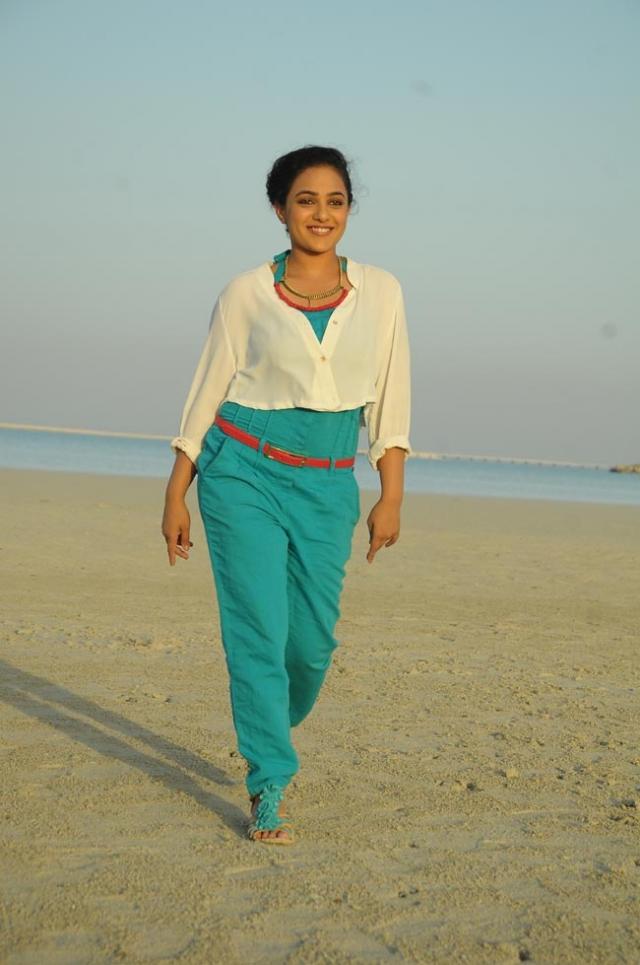 Nitya menon dancing at foreign locations stills in gjg movie