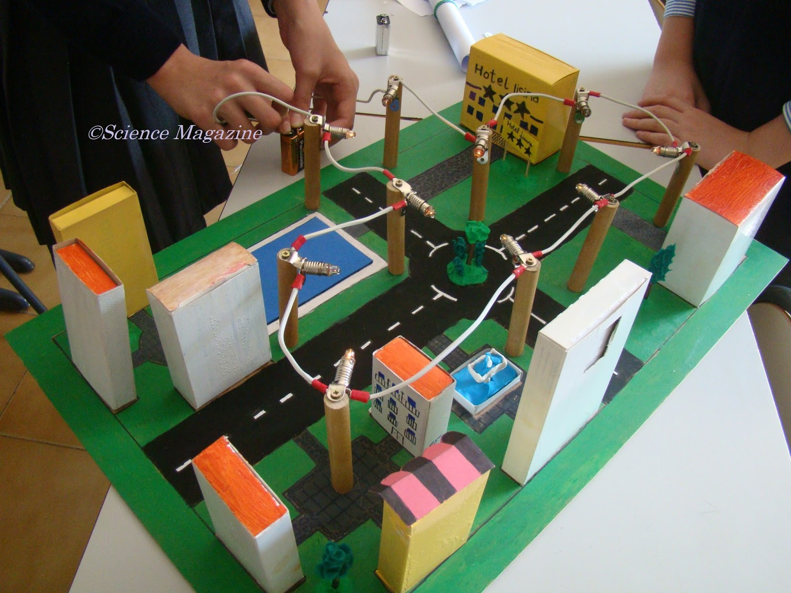 Science Magazine Electric Circuits By Paula Pinilla And Ernesto Garcia Circuit Light Bulb In The Model Of City They Fitted A Series This Case There Is Only One With Many Elements Line All Bulbs Are