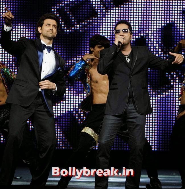 Hrithik Roshan and Mika Singh, IIFA Awards 2014 Pics