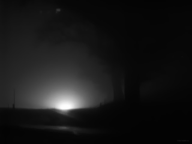 Chachamisu photography. Austria, light in foggy winter night. http://chachamisu.blogspot.com