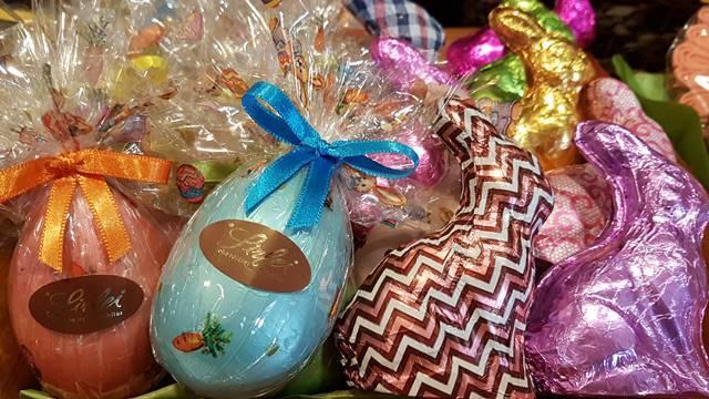 Ovos e coelhos decorados