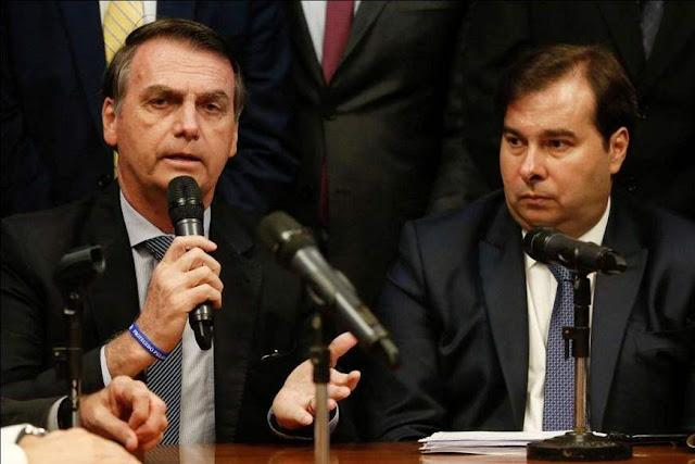 'Brasil precisa sair do Twitter e ir pra vida real', diz Rodrigo Maia