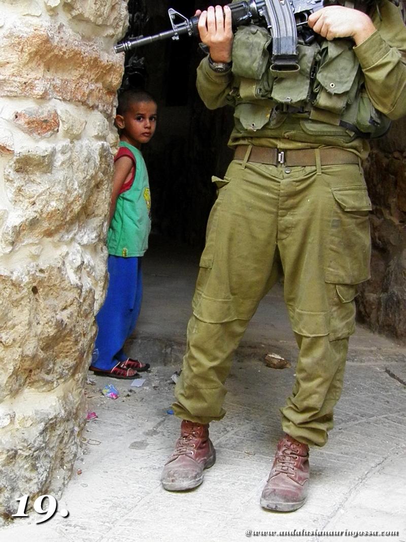Andalusian auringossa-ruokamatkablogi_Hebron_lapsi ja sotilas