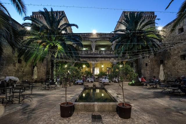 Castillo Palacio de los Condes de Oropesa :: Canon EOS5D MkIII | ISO100 | Canon 17-40@17mm | f/11 | 25s (tripod)