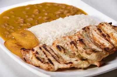 Cocina Ecuatoriana - Arroz con menestra de fréjol y carne asada