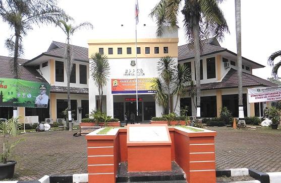 Gedung Samsat Serpong Dipercantik