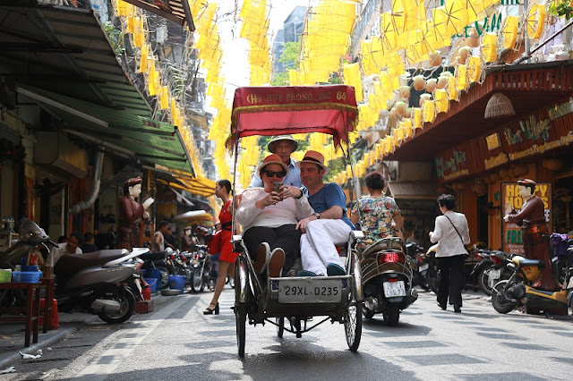 Discover Hanoi Old Quarter with Cyclo 2