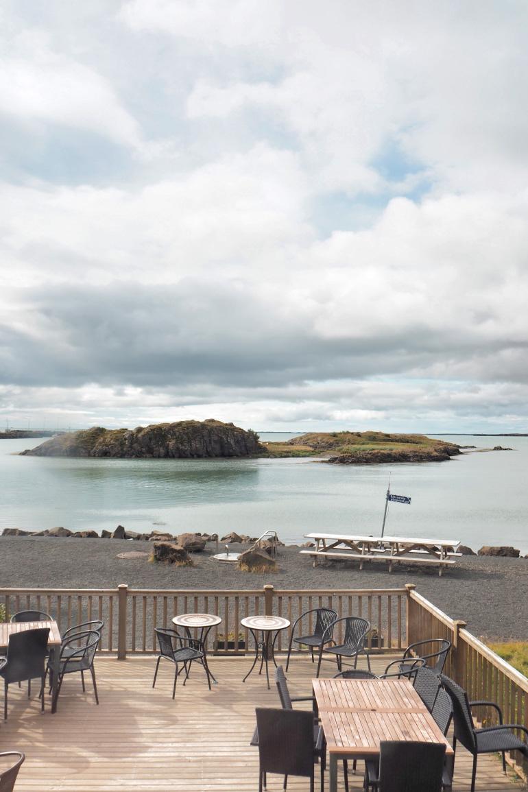 Terrasse du restaurant Edduveröld dans la ville de Borgarnes en Islande
