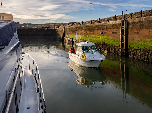 Photo of fishing boat Este Belle passing Ravensdale on its way out of the marina