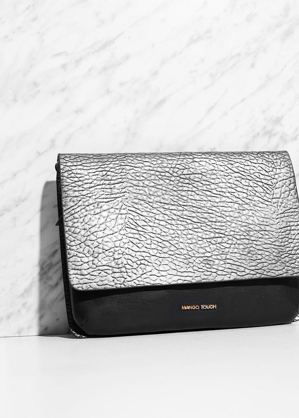kabelka se stříbrným detailem