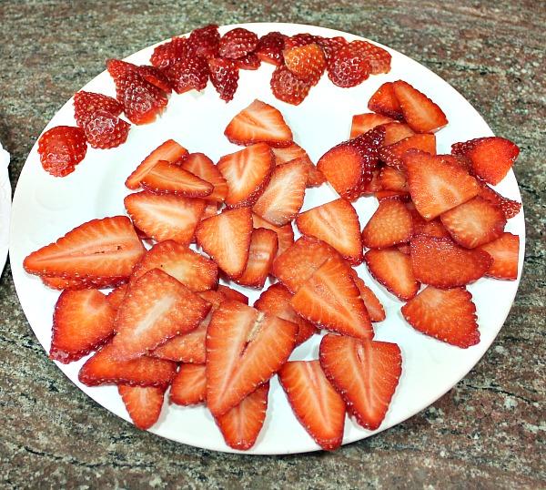 Elaboración cobertura tarta de crema pastelera y fresas