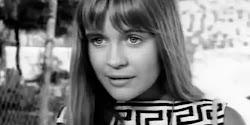 Η ταινία «Κορίτσια στον Ήλιο» κυκλοφόρησε το 1969 και σημείωσε τεράστια επιτυχία. Πρωταγωνιστής ήταν ο Γιάννης Βόγλης, ο οποίος υποδυόταν έν...