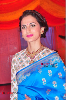 Actress Model Shilpa Reddy Exclusive Stills in Blue Saree at Vijay Karan Aashna Wedding  0026.JPG