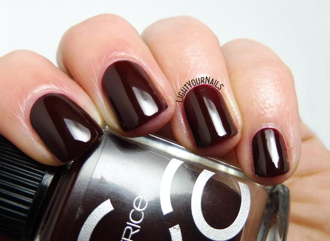 Smalto rosso Catrice ICONails 4 Red Midnight Mystery nail polish
