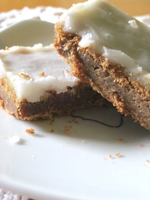Cinnamon Roll Cookie Bars made with cake mix