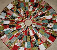 http://freezeframe03.blogspot.com/2011/12/tutorial-christmas-tree-skirt.html