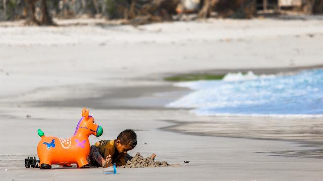 pantai pasir putih legon pari
